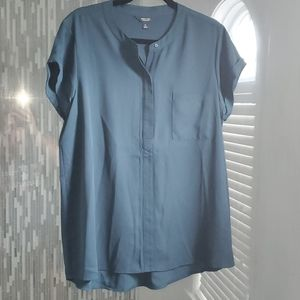 Short sleeve dressy shirt